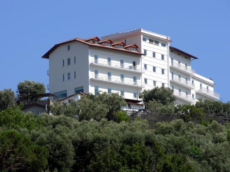 Panorama Ed Esterni Del Grand Hotel 4 Stelle Di Sorrento