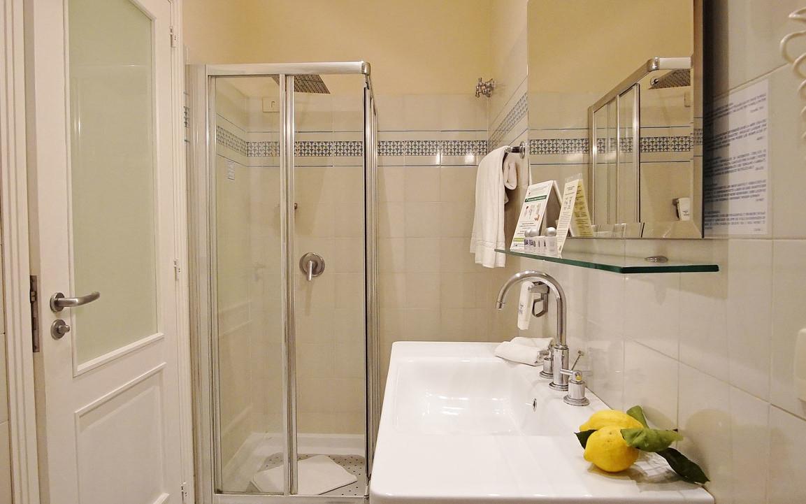 zimmer ohne ausblick. Black Bedroom Furniture Sets. Home Design Ideas